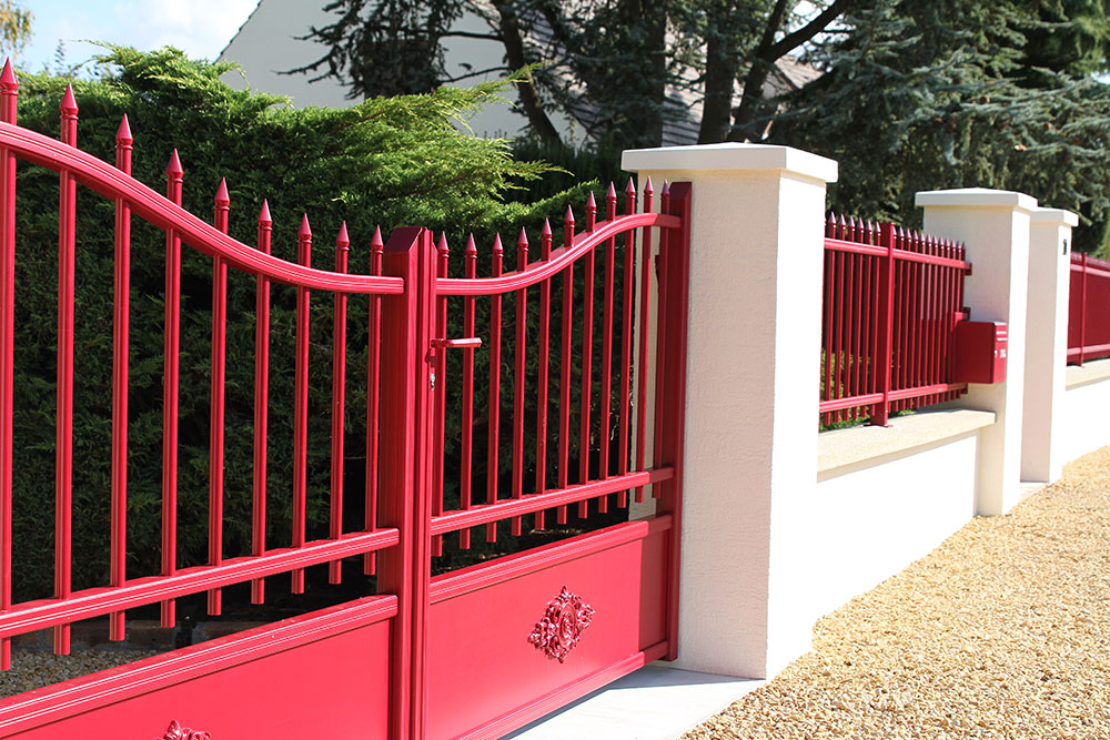 Soignez votre entr e avec un portail aluminium for Grillage et portillon de jardin