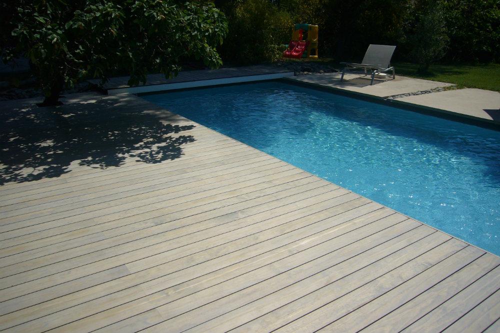 Terrasse Accoya teinté gris piscine